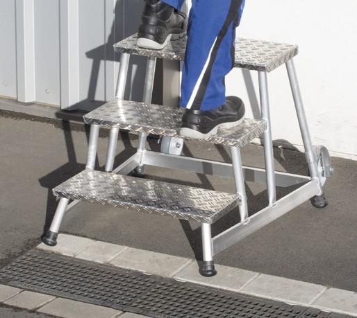 Stufentritt / Maschinentritt / Arbeitspodest mit Alu-Riffelblech