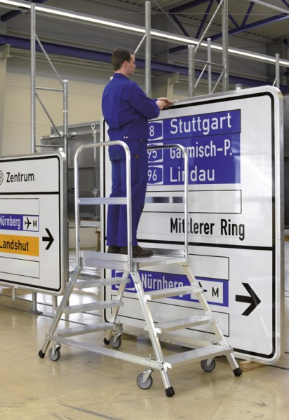 Alu-Podestleiter beidseitig begehbar, Stufen Aluminium gerieft