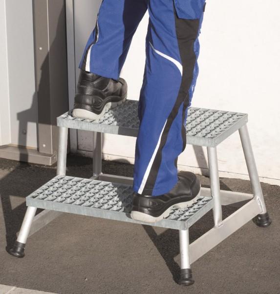 Stufentritt / Maschinentritt / Arbeitspodest mit Stahl-Gitterrost